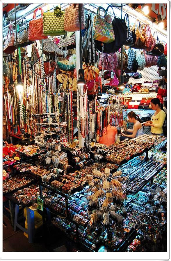 ช้อปปิ้งโฮจิมินห์  5 ตลาด จับจ่าย โฮจิมินห์ ที่อยู่เลือกเฟ้นมาริหลังจากนั้นตำหนิติเตียนเด็ด มาสู่เวียดนาม ทั้งที จักฉีกขาดงานช้อปเผาคว้าอย่างไรล่ะ!? ยอมมาริพ้นคะ เหตุเพราะวันนี้มัชหลุมกระทรวงมหาดไทยราเวลจักพาใครต่อใครเดินทางการเดินทาง ตลาด ช้อปปิ้ง โฮจิมินห์ ถิ่นเลือกคัดลงมาต่อจากนั้นเตือนเฉียบ